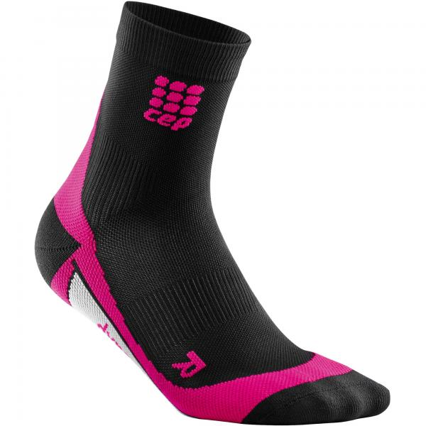 422016_CEP_DYNAMIC___SHORT_SOCKS_COMPRESSION_BLACK_PINK_WOMEN